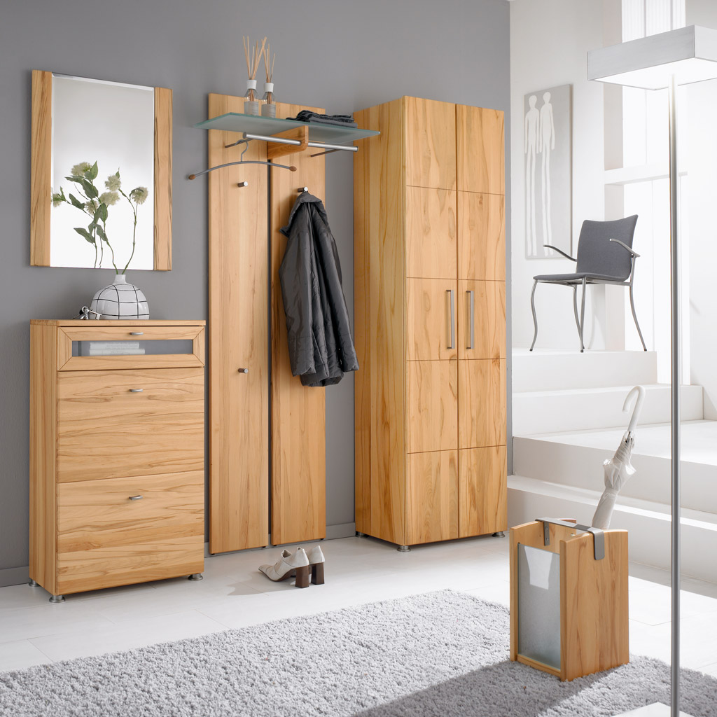 vielseitige garderoben aus wertvollem massivholz bieten platz f r. Black Bedroom Furniture Sets. Home Design Ideas